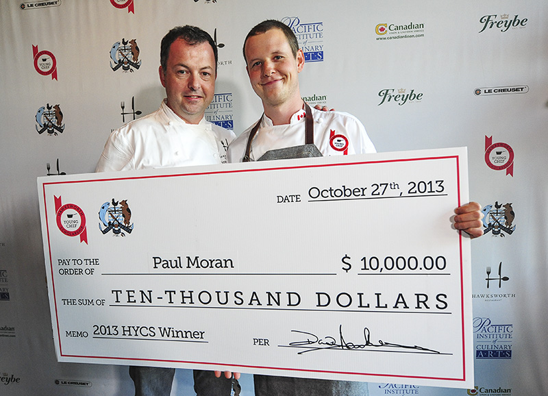 Chef-David-Hawksworth-presenting-Paul-Moran-with-the-grand-prize-photo-by-Jessica-Haydahl-Photography