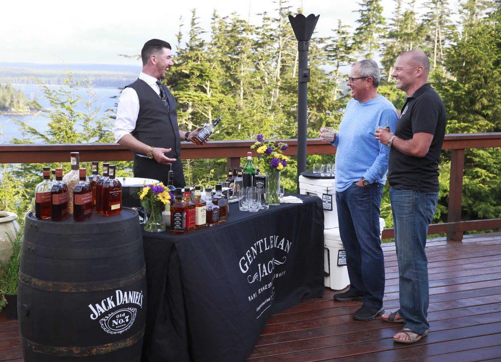 <em>* Gerry Jobe serving up cocktails for George McCarter and Steve Pavelich. <em>