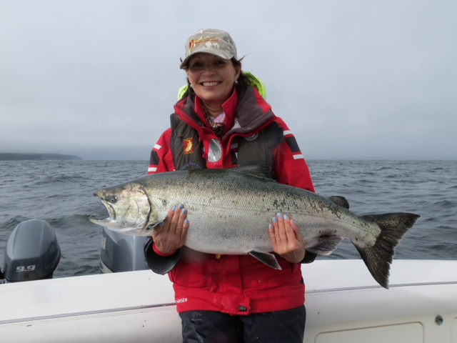 <em>* Dyane and our 25lb prize last day of the season. </em>